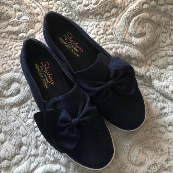 Sketchers Active Avenue Navy Shoes Size 8 NWT